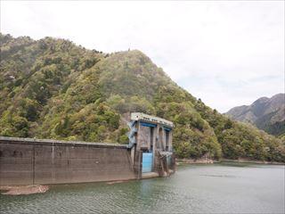 新豊根ダムみどり湖側