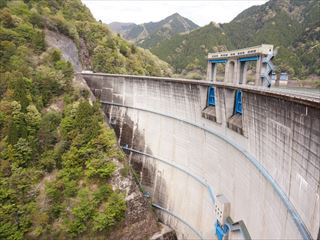 新豊根ダム
